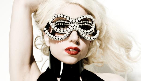 Lady Gaga Sonunda Bunuda Yaptı