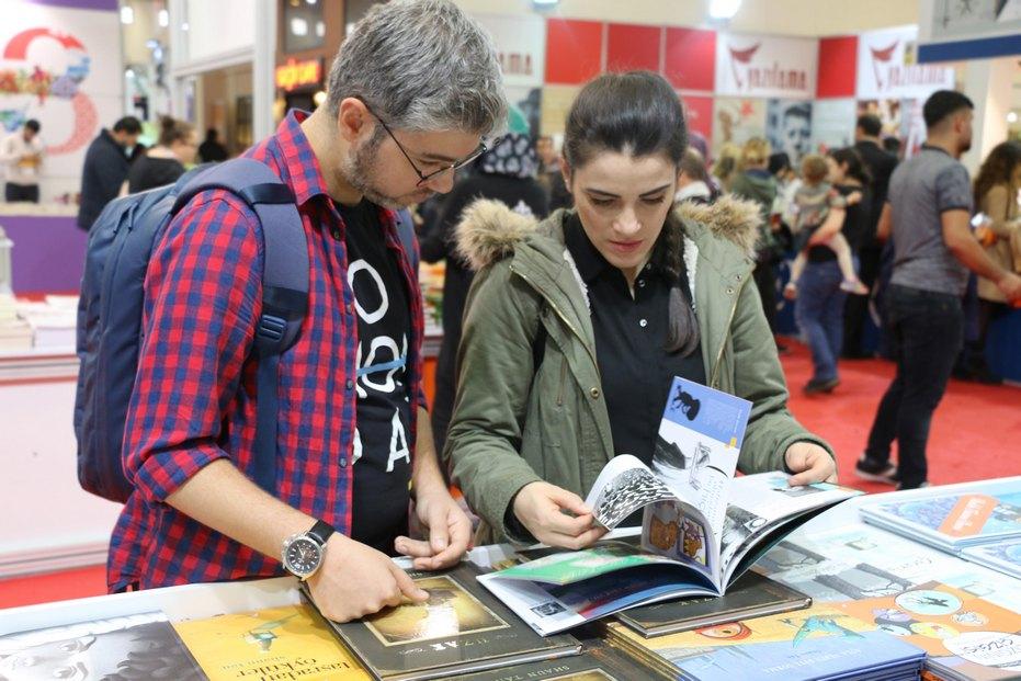 İzmir Kitap Fuarı'nda Tudem rüzgârı!