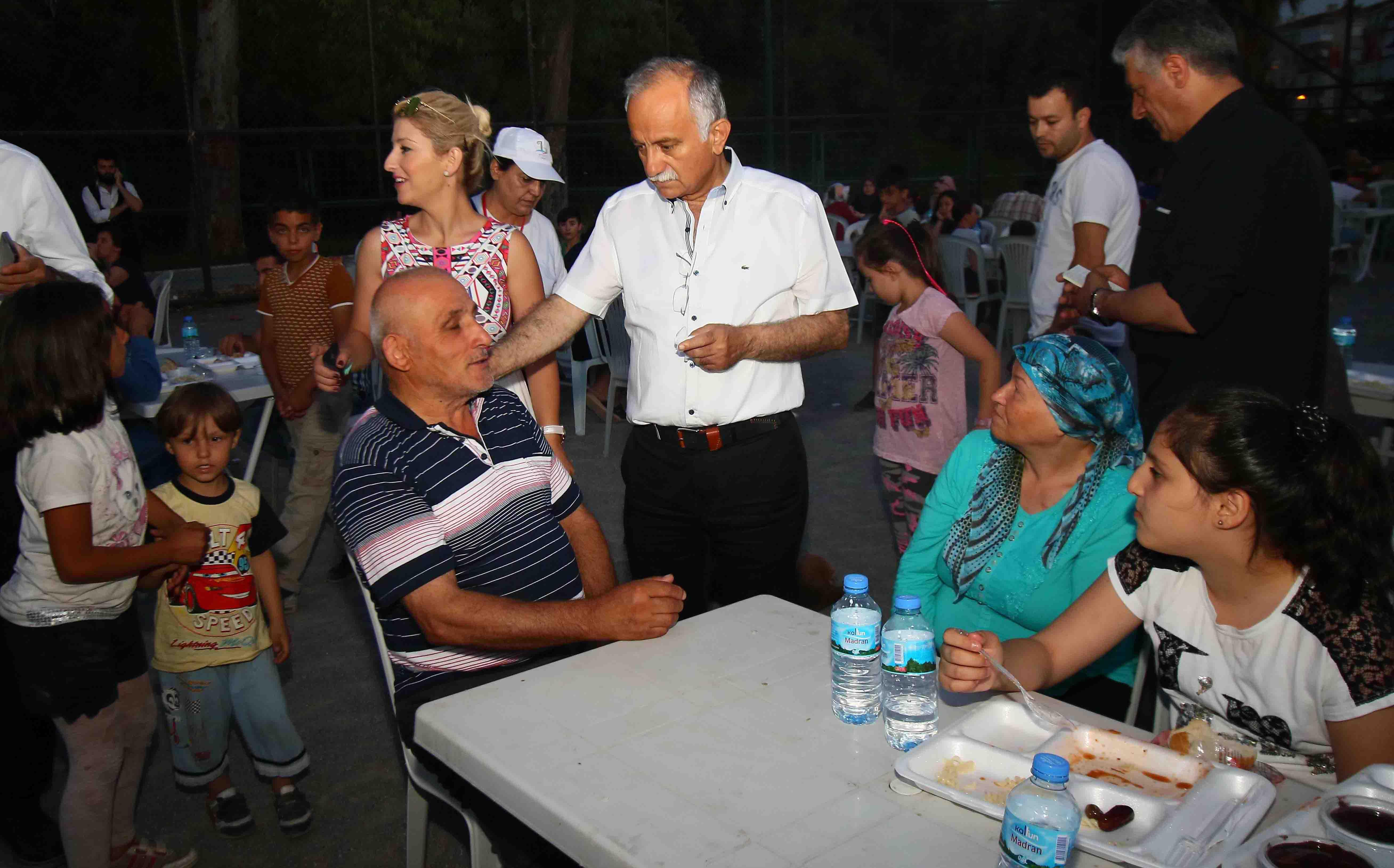 BAYRAKLI'DA 6 NOKTAYA İFTAR ÇADIRI