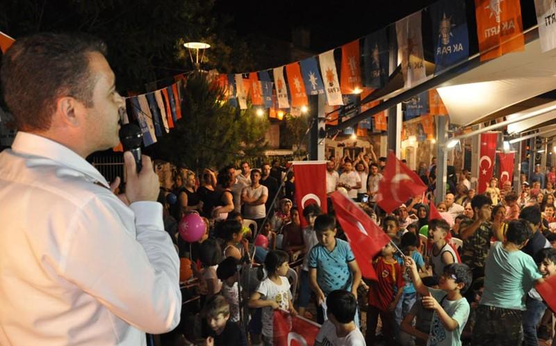 MUSTAFA ARSLAN İzmir Marşı'nı Söyledi