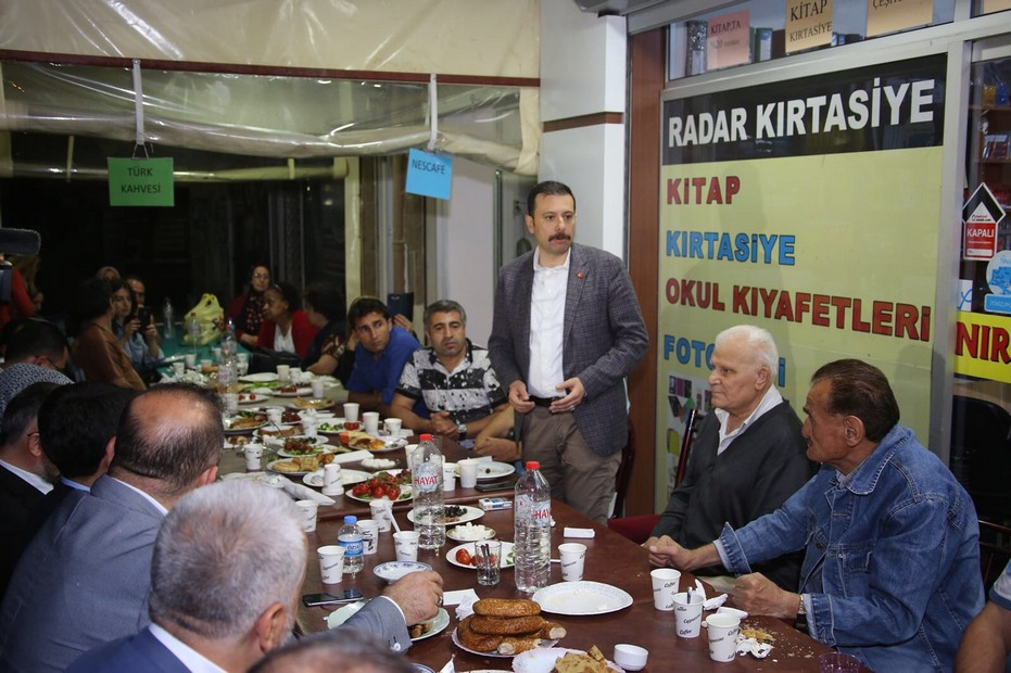 - Karabağlar'da Türkiye'ye Örnek Kentsel Dönüşüm