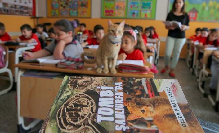 İzmirli öğrencilerin sınıf arkadaşı