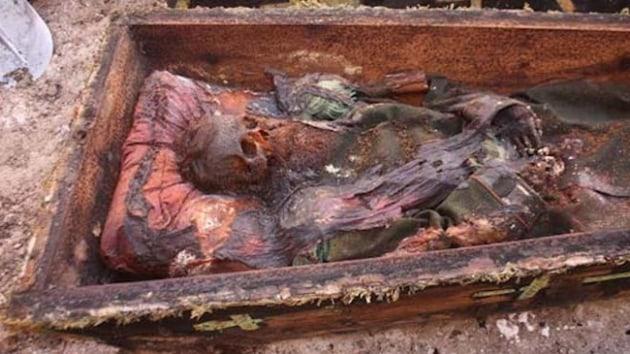 Ardahan'da İşgalci Rus subayın cesedi toprağa verildi