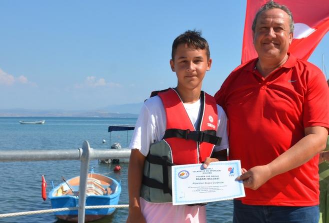 Dikili'de Minik Yelkencilere Sertifika Heyecanı