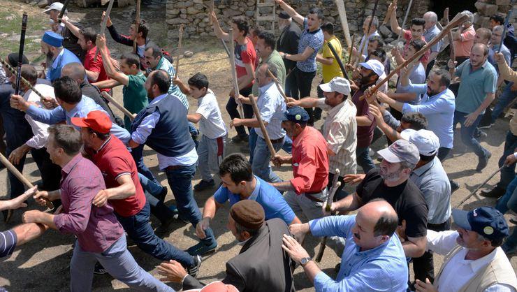 Erzurum'da bir köyde linç girişimi!