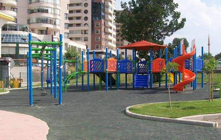 """Parktaki çocuklara """"sessiz olun"""" kurşunu"""