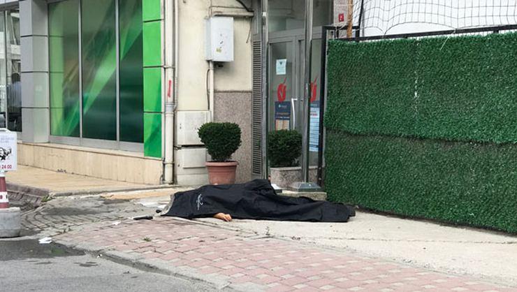 Sancaktepe'de sokak ortasında bir astsubay ile bir polis memuru arasında çıkan silahlı çatışmaya gizli aşkın neden olduğu öne sürüldü.