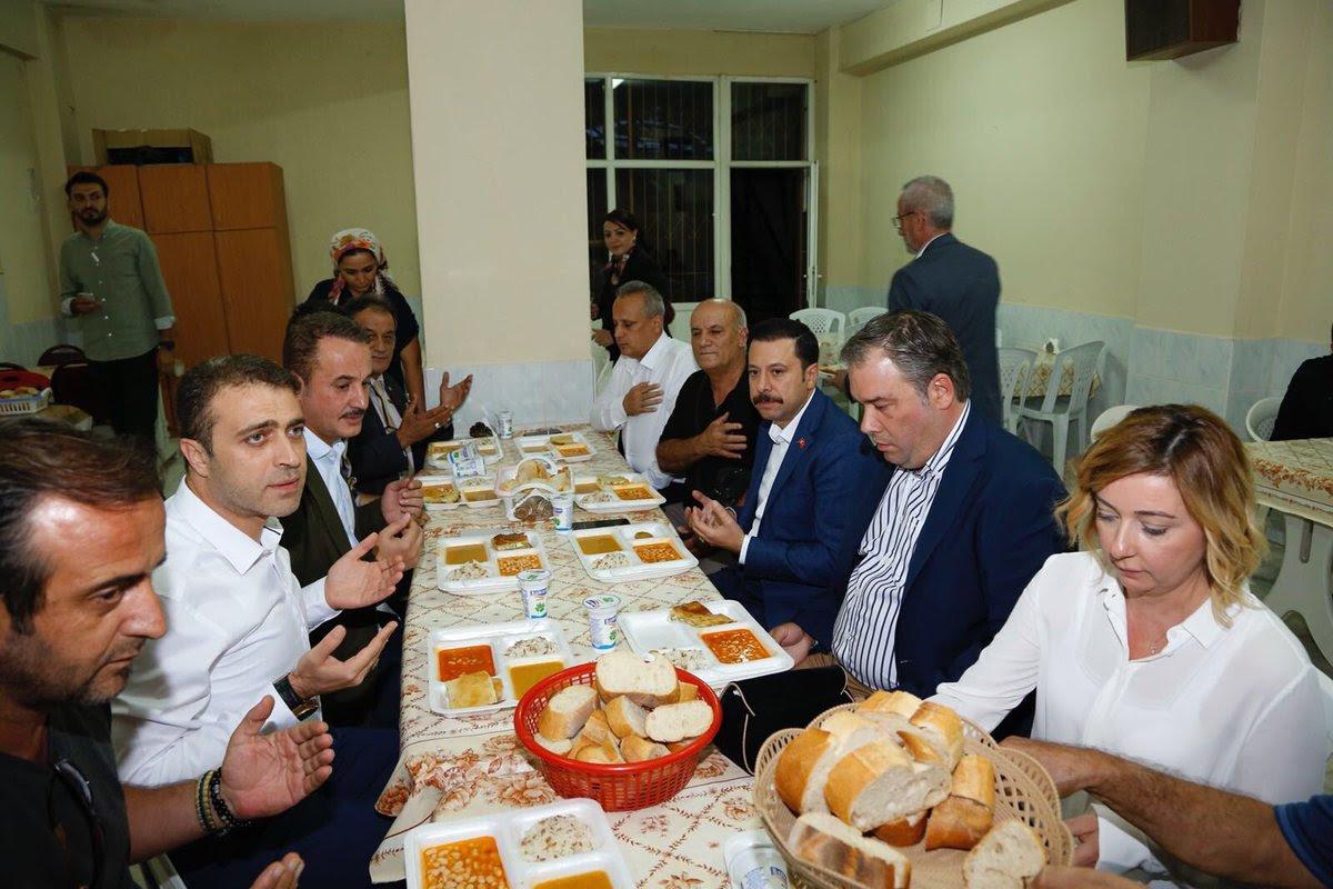 Şengül Cemevi'ni ziyaret etti, vatandaşlarla oruç açtı