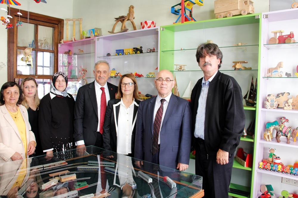 Ödemiş'te Çocuk Oyuncakları Sergisi Açıldı