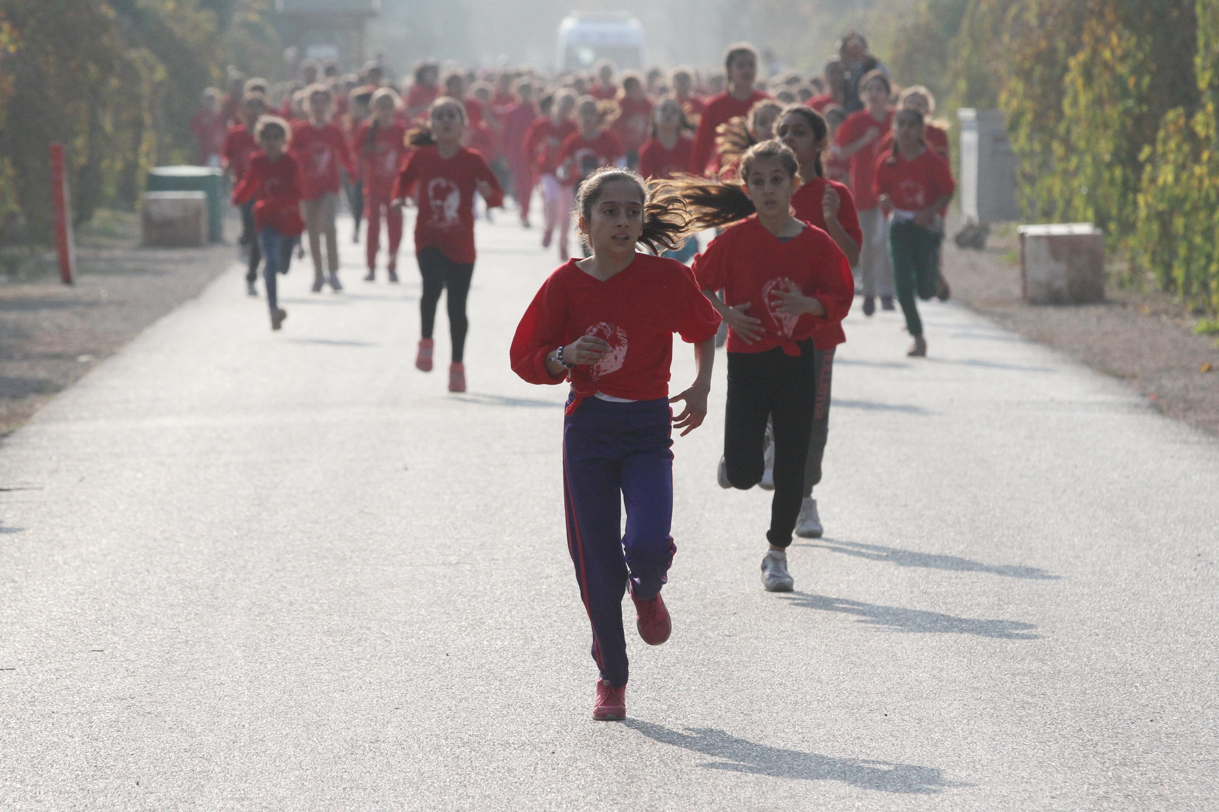 Binlerce öğrenci Ata'sı için koştu