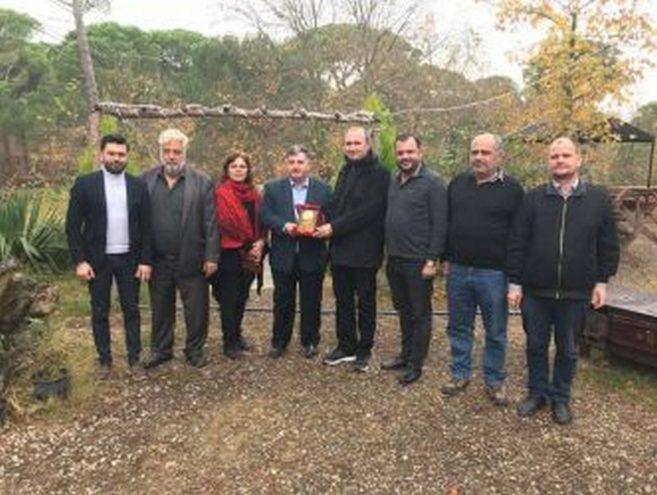DOĞRUER'E BASINDAN TEŞEKKÜR PLAKETİ