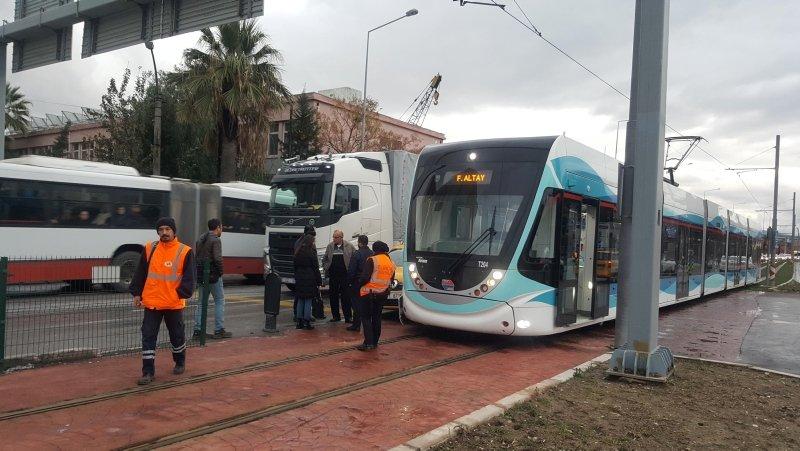 İzmir'de tramvay kazası