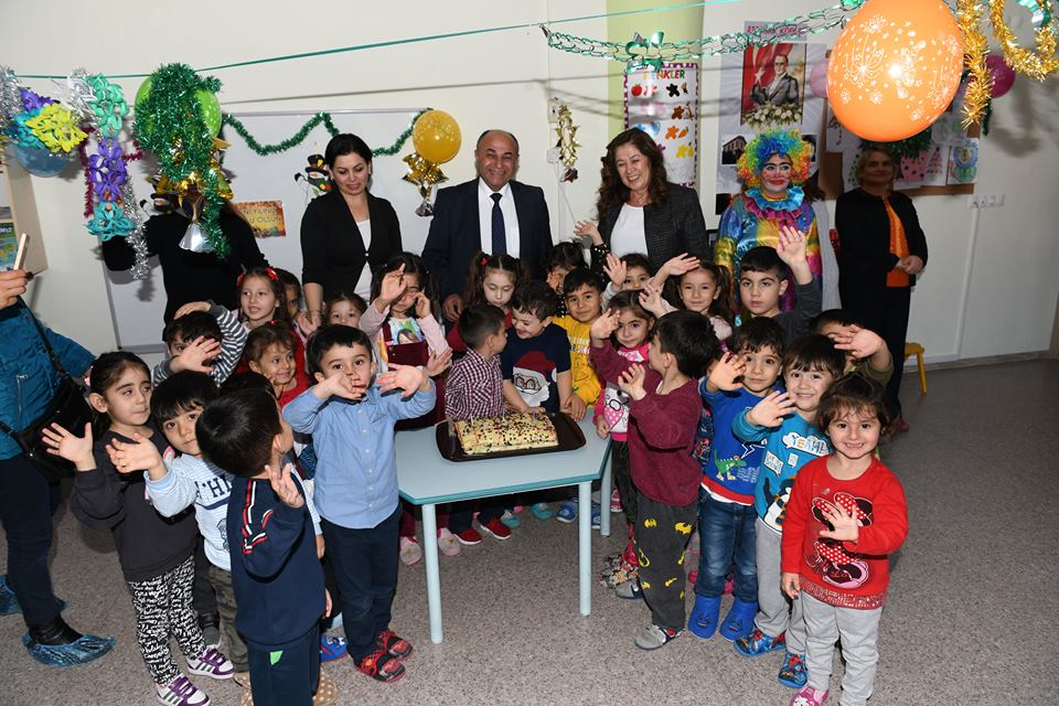 Çiğli Belediyesi'nden Çocuklara Yılbaşı Eğlencesi