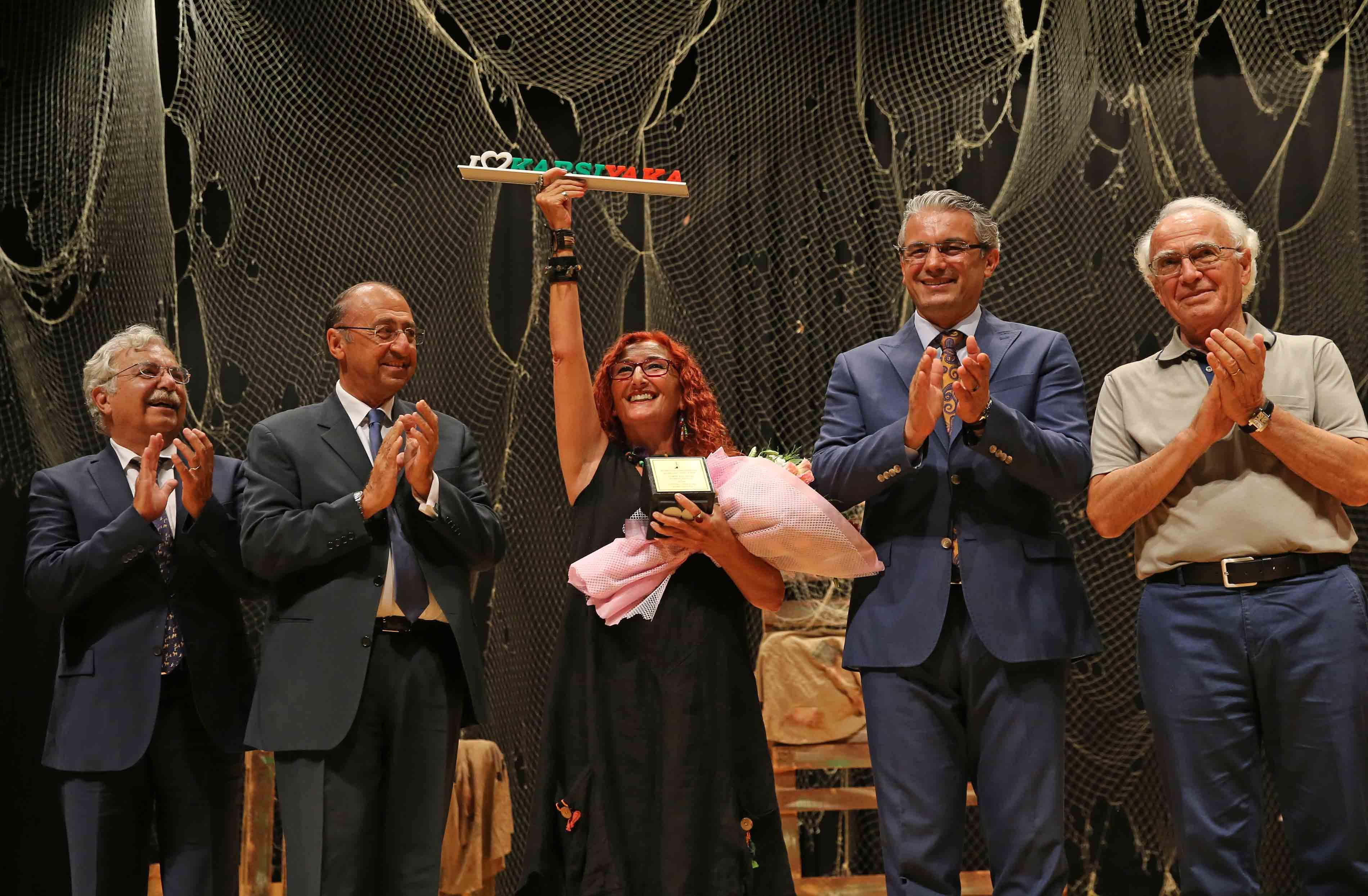 Karşıyaka'dan 'Şükran Kurdakul Şiir Ödülü