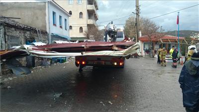 İzmir'de şiddetli yağış ve fırtına raporu