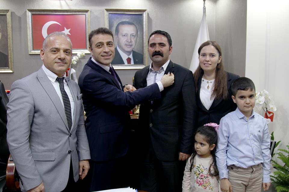 Buca'da CHP'den Ak Parti'ye büyük transfer BALYEMEZ AİLESİ AK PARTİ ROZETİ TAKTI