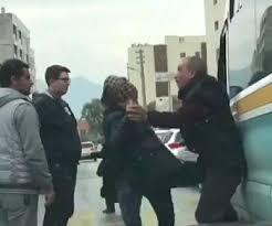 İzmir'de Yolcu Minibüsünü Durduran Kadın, Şoförü Tekme Tokat Dövdü