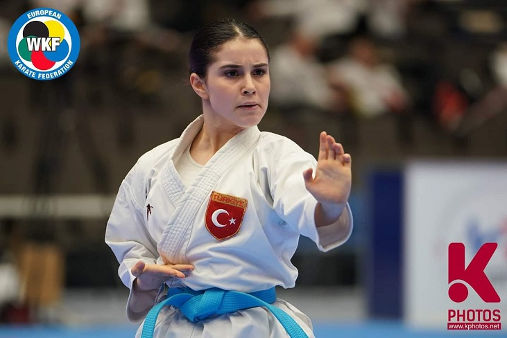 Liseli Menekşe Avrupa şampiyonu
