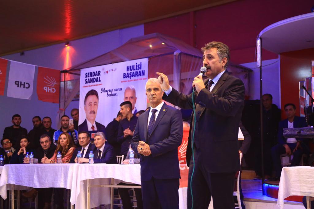 """CHP'Lİ SANDAL, BAYRAKLI'DAKİ """"DADAŞLAR"""" İLE BULUŞTU"""