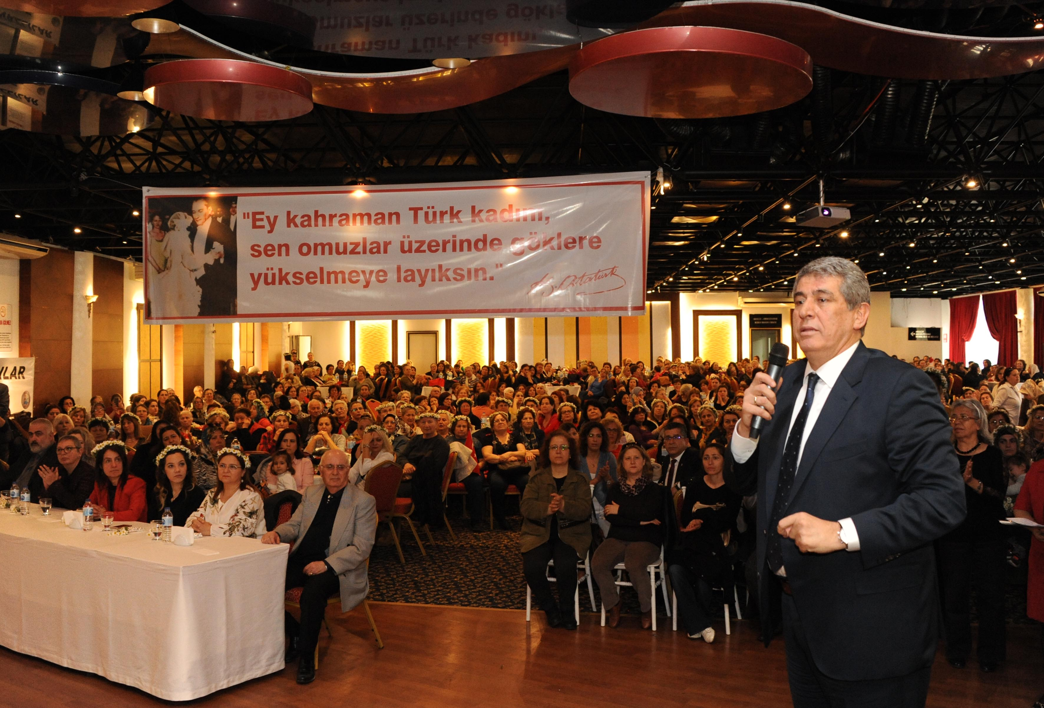 Balçova'da 8 Mart Coşkusu