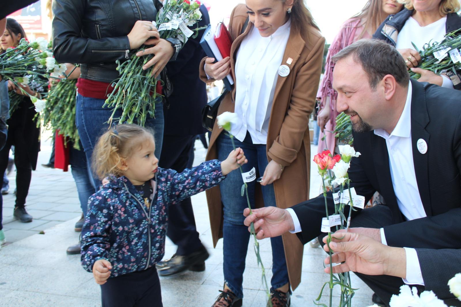 CHP'Lİ UTKU GÜMRÜKÇÜ'DEN 8 MART MESAİSİ