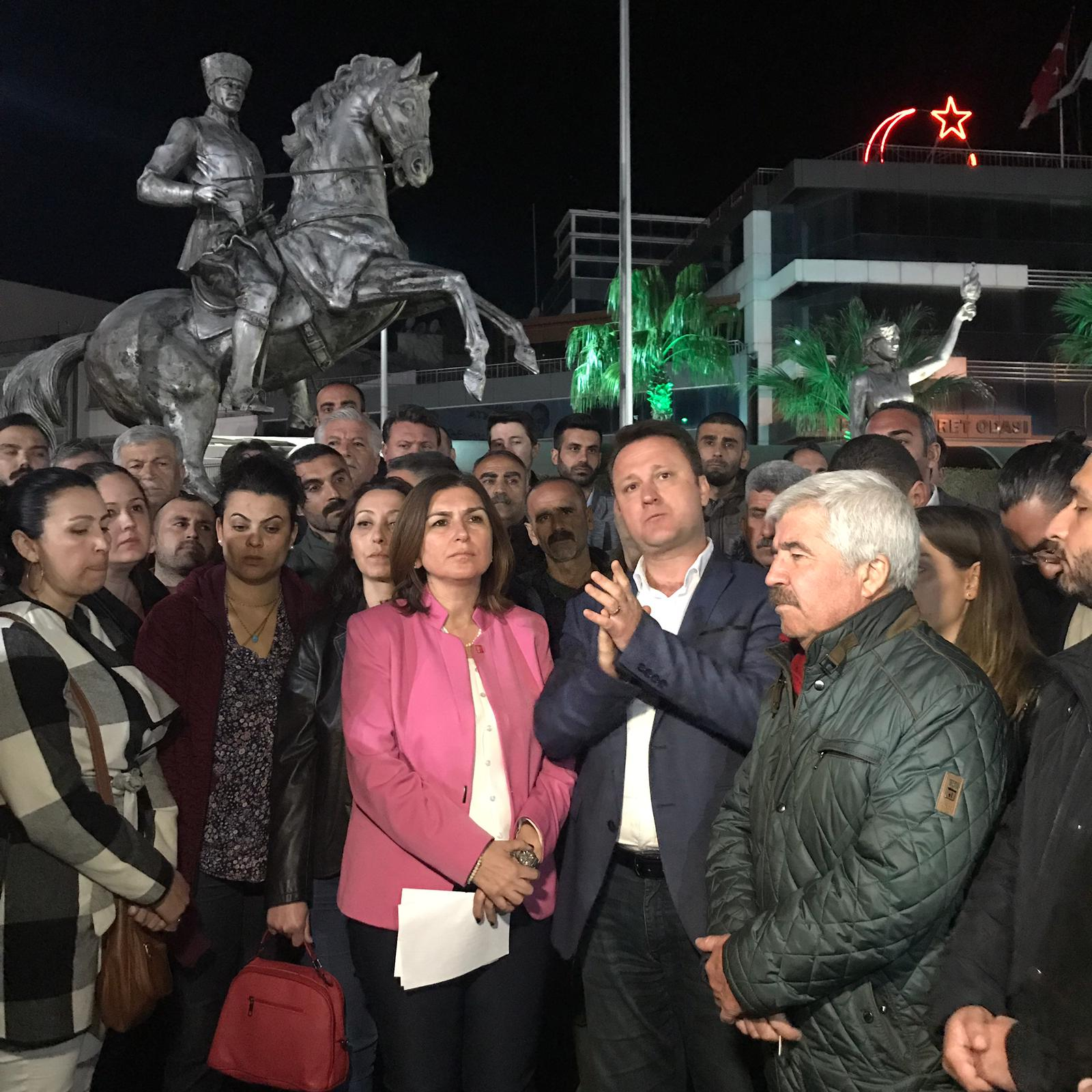 MENEMEN CHP ADAYI, SERDAR AKSOY'UN EŞİNE SALDIRI