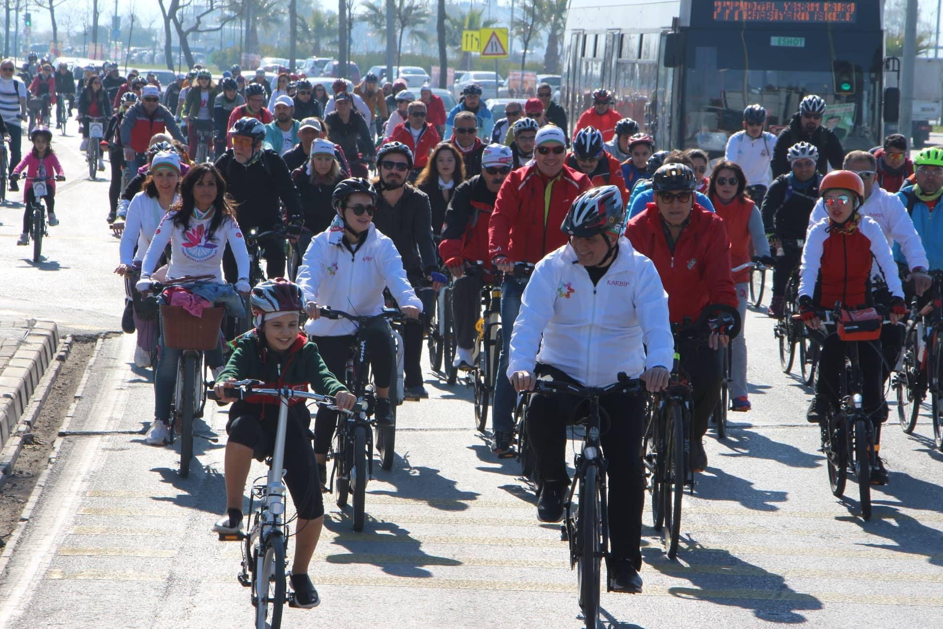 """Tugay: """"Hedefimiz Karşıyaka'da bisikletsiz çocuğun kalmaması"""""""