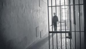 Ardahan'da Gardiyan Mahkumların Parasını Yedi, Tutuklandı