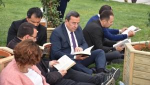 Batur'dan Kitap Kurtlarına destek
