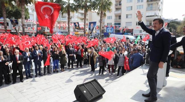 Zeybekci, :İzmir varlık içinde yokluk çekiyor