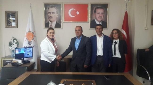 Ardahan'da DSP'den istifa ederek geçtiği AK Parti'den bir gün sonra istifa etmek zorunda kaldı.