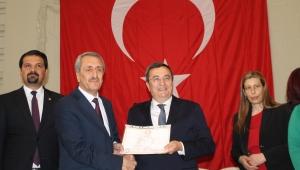 Başkan Batur, mazabatasını aldı; İmamoğlu'na selam gönderdi