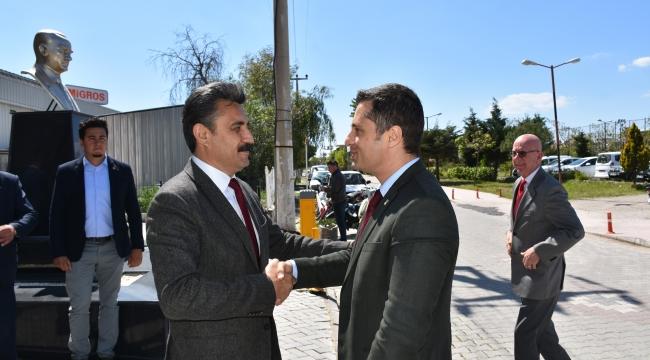 CHP İzmir İl Başkanı Deniz Yücel, Dikili Belediye Başkanı Adil Kırgöz'ü ziyaret etti.