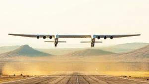 Dünyanın en büyük uçağı ilk uçuşunu yaptı