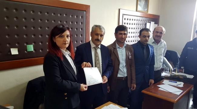 Göle Belediye Başkanı seçilen İlhan Gültekin, mazbatasını aldı.