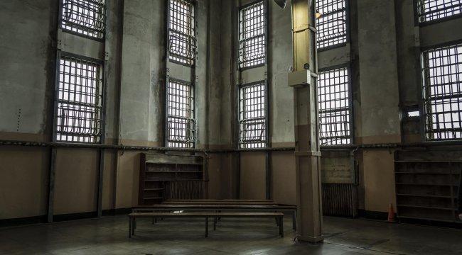 Hapishanede vahşet: Mahkum gardiyanı öldürdü