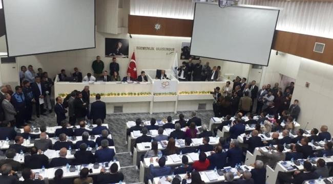 İzmir Büyükşehir'de ilk meclis