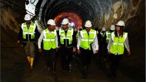 Tunç Soyer ilk incelemesini Narlıdere metro şantiyesinde gerçekleştirdi