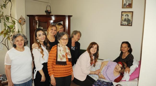 Başkan Çalkaya en yaşlı annelere gitti