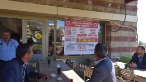 Başkan Rıdvan Karakayalı, belediyenin alacak ve borçlarını afiş yaptırarak belediye binasına astı.