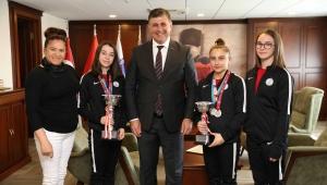 """Başkan Tugay'dan şampiyon jimnastikçilere teşekkür: """"Gururumuz oldunuz"""