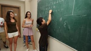 Dünya gençleri Karşıyakalı öğrencilerle buluşacak