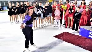 Down Senromlu buz patenci Selin'in yeni patenleri Başkan İduğ'dan