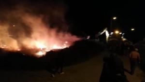 Ardahan'da çıkan yangında bir ahır ve komlar yandı