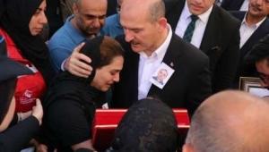 Bakan Soylu, şehit cenazesine katıldı