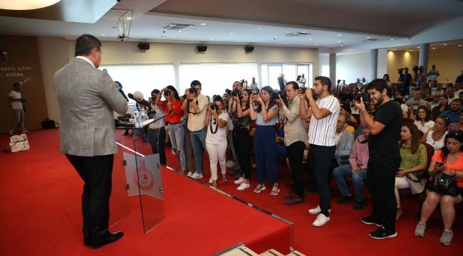 """Başkan Tugay'dan """"İlk 100 Gün"""" raporu! Başkan Tugay'dan """"İlk 100 Gün"""" raporu!"""