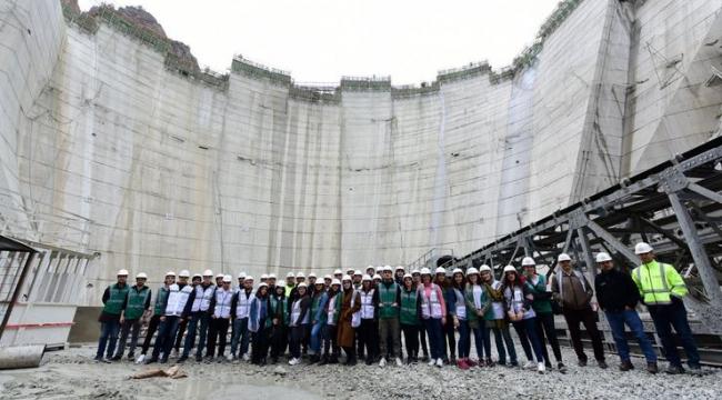 Türkiye'nin en yüksek baraj inşaatında 112 metre gövdeye ulaşıldı