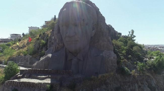 İzmir'in sembolünde temizlik mesaisi