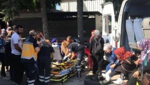 Servis münübüsü çarptı feci kaza! 16 yaralı