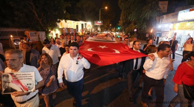 9 Eylül coşkusu Buca sokaklarında: Bin metrelik dev bayrak